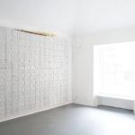 Adriano Campisi Conosco ogni spina di questo muro, 2016 gesso, legno di rosa, tessuto cm 270 x 318 x 20