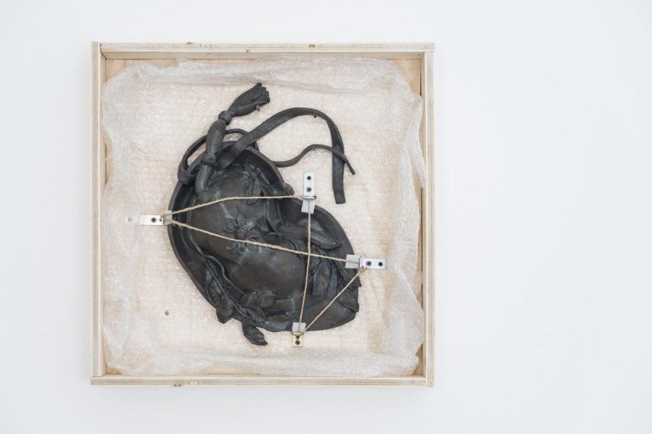 Daniele Accossato. David's hat, 2017. Jesmonite, legno, pluriball, cm 40x40x15