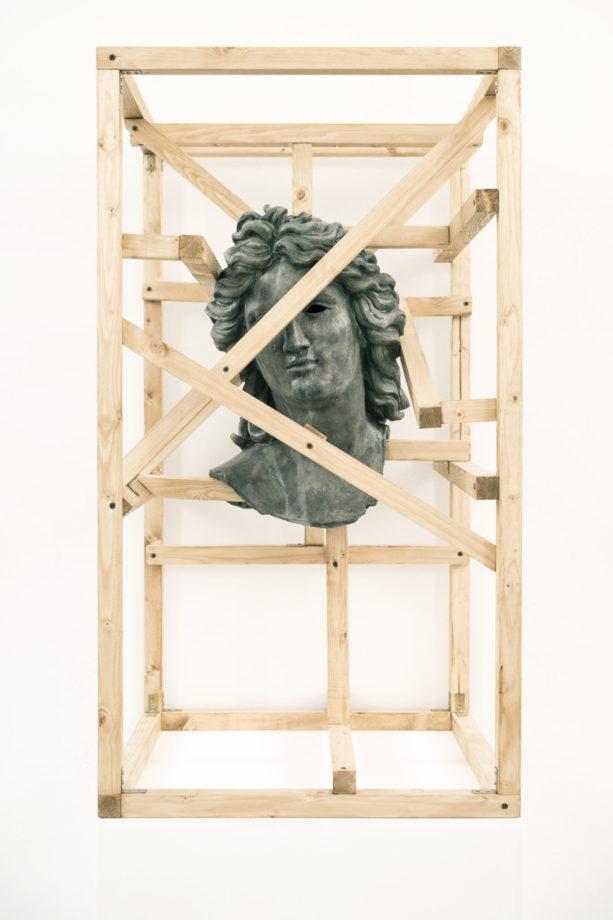 Daniele Accossato. Gabbia n2, testa di Apollo, 2017. Jesmonite, legno, ossidi metallici. cm 50x50x80