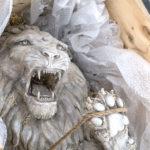 Daniele Accossato, Power Kidnapped, 2017. Jesmonite, legno, pluriball, corda, pigmenti. cm 140x70x80