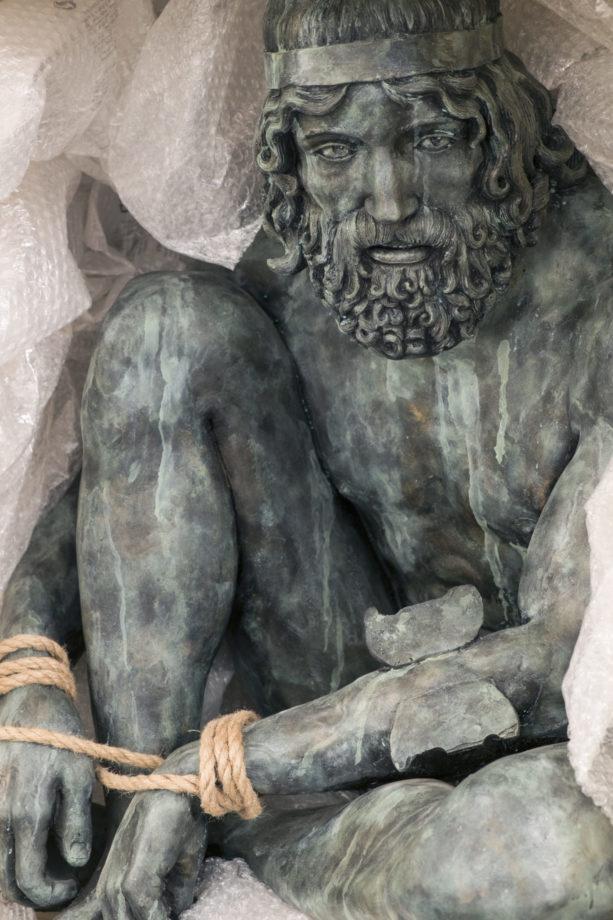 Daniele Accossato, Rapito(Bronzo di Riace), 2016. Jesmonite, corda, pigmenti. cm 80x70x100