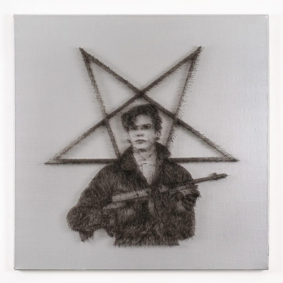 Nicus Lucà, MAPPLETHORPE, 2008, spilli du tela, cm 91 x 91 x 5