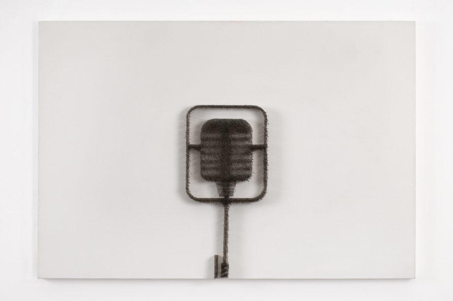 Nicus Lucà, Microfono Boetti, 2009 spilli su tela, cm 72.5 x 105.5 x 5.5.2
