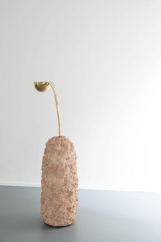 ARON DEMETZ. UNTITLED, 2016 bronzo e creta refrettaria 131 x 35 X 50 cm