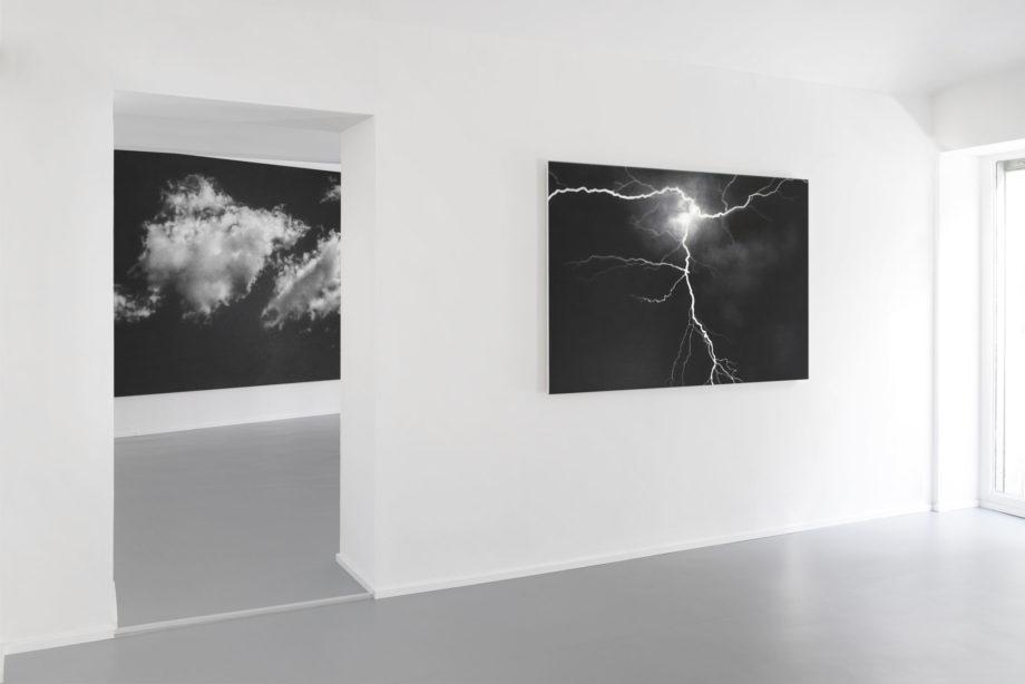 Ritroverai le nubi, 2013 grafite su tela cm 410x240 Fulmine, 2016 grafite su legno cm 120 x 357