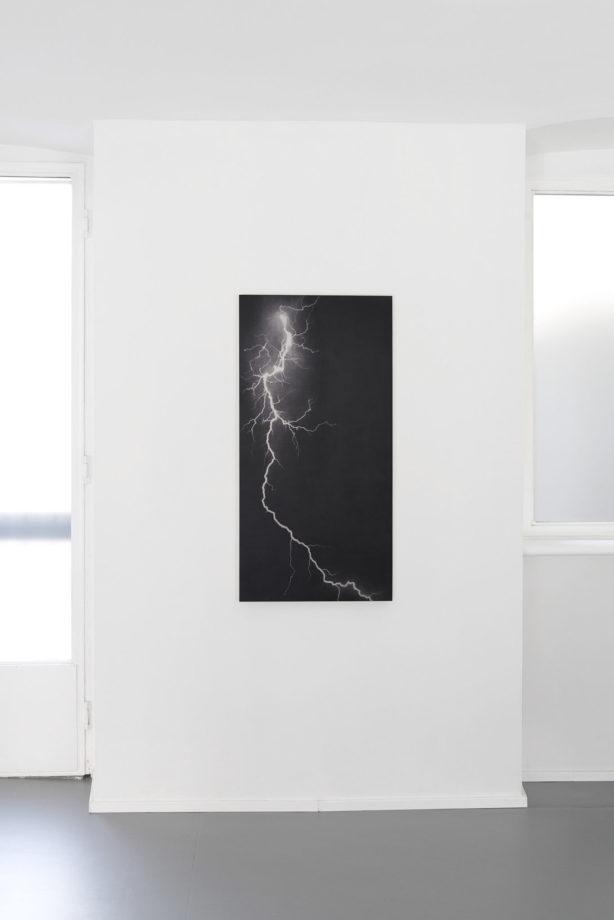 Elvio Chiricozzi Fulmine, 2016 grafite su legno cm 120 x 60