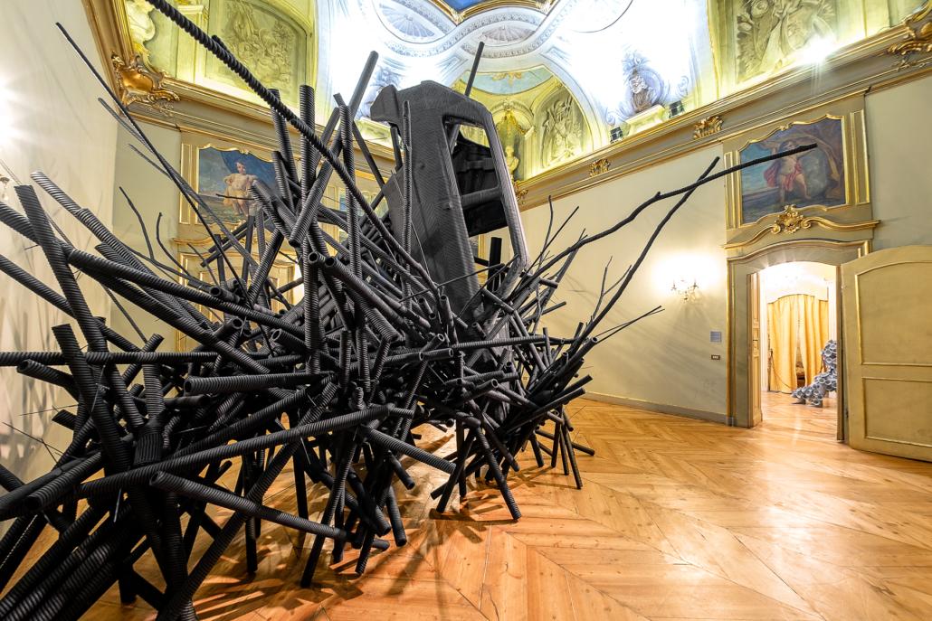 Paolo Grassino, Deriva, 2007-2011 - spugna sintetica, resina cartone e legno, dimensioni variabili