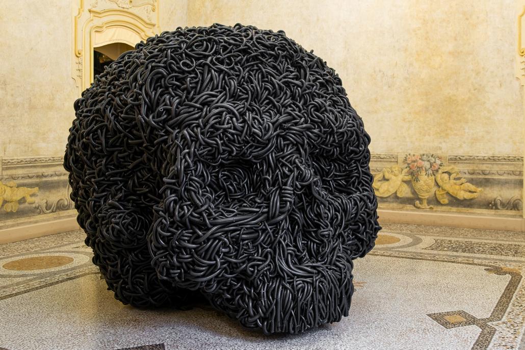Paolo Grassino, Cio che resta, 2014 - tubo corrugato e ferro, 220 x 200 x 195 cm